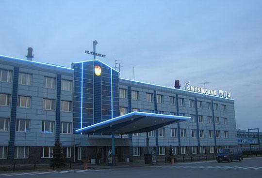 Световое оформление фасада здания Кинеф в г. Кириши Ленинградской области